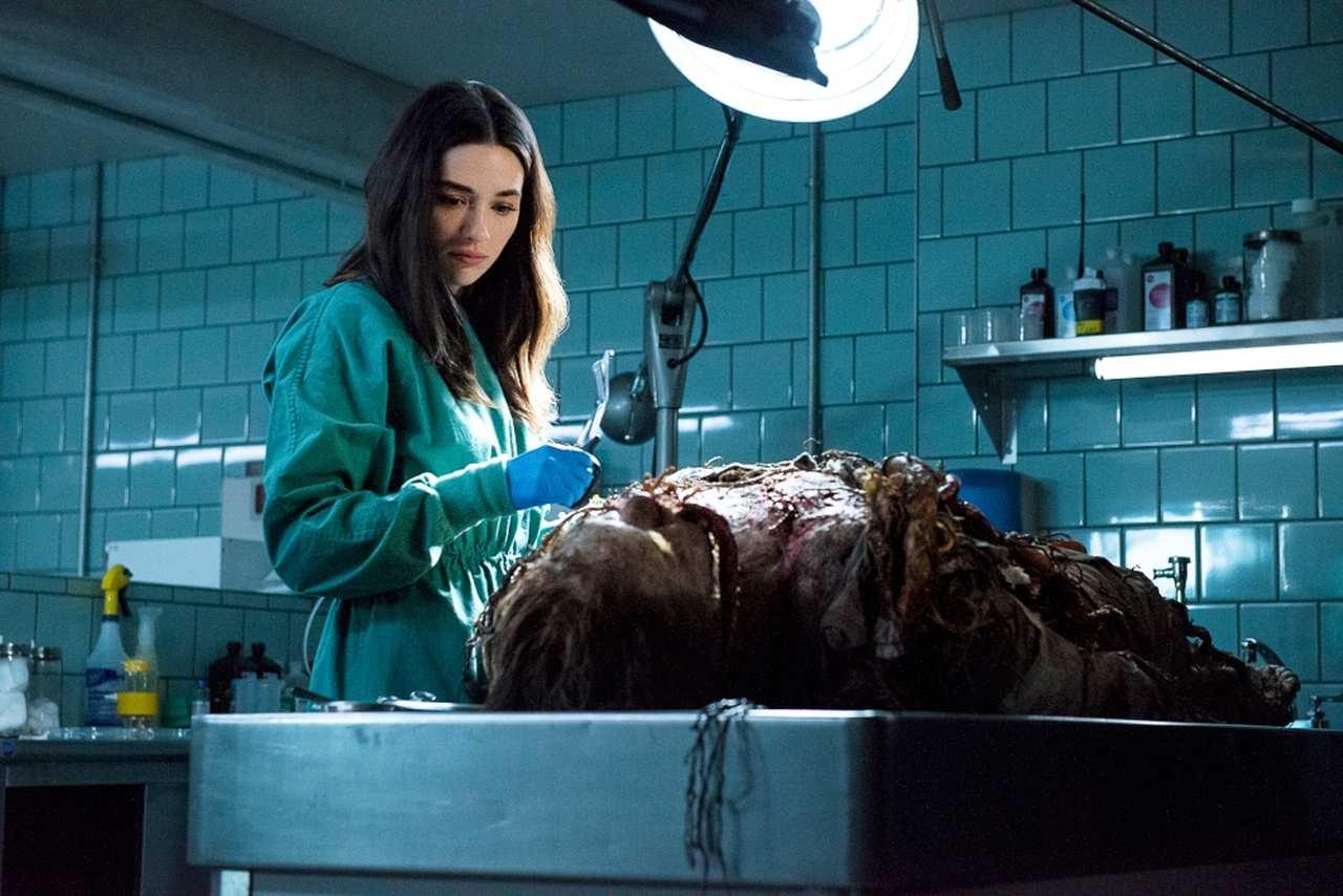 HBO GO: Potwór z Bagien wyłania się z odmętów uniwersum DC